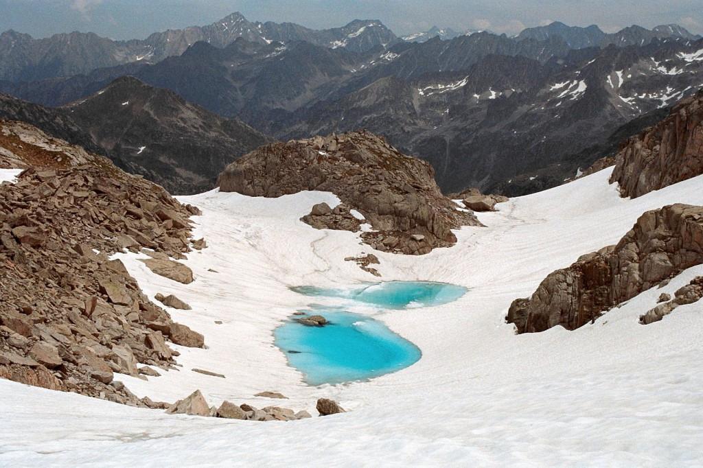 Widok na dolinę Marcadau z drogi na Col Cambales, Pireneje, lipiec