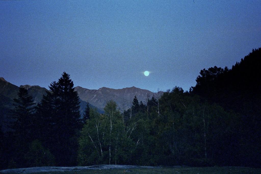 Księżyc w Montgari, Pireneje, październik