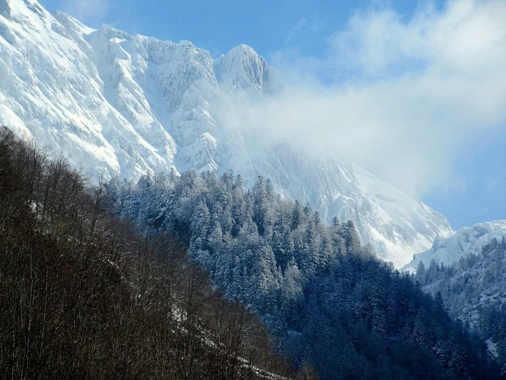 Widok spod schroniska Honeria, Pireneje, luty