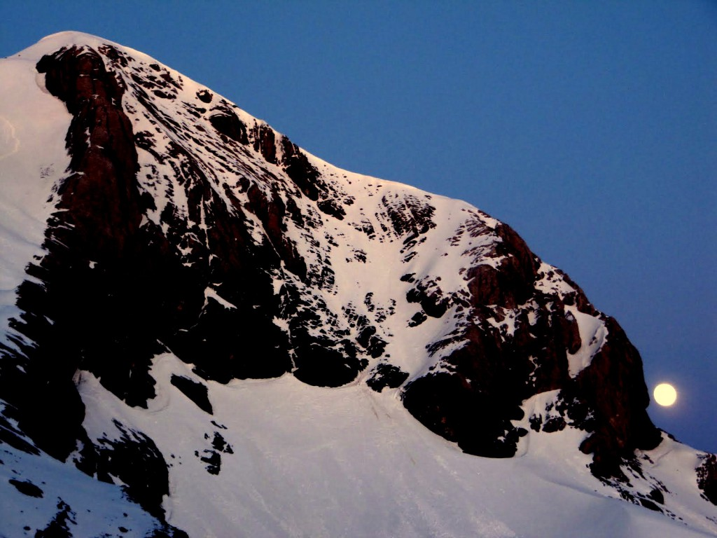 Wschód księżyca nad Monte Perdido
