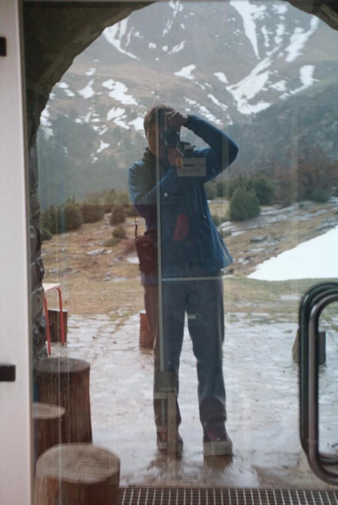 Drzwi do schroniska Lizara, 17 marca w dniu wyjazdu