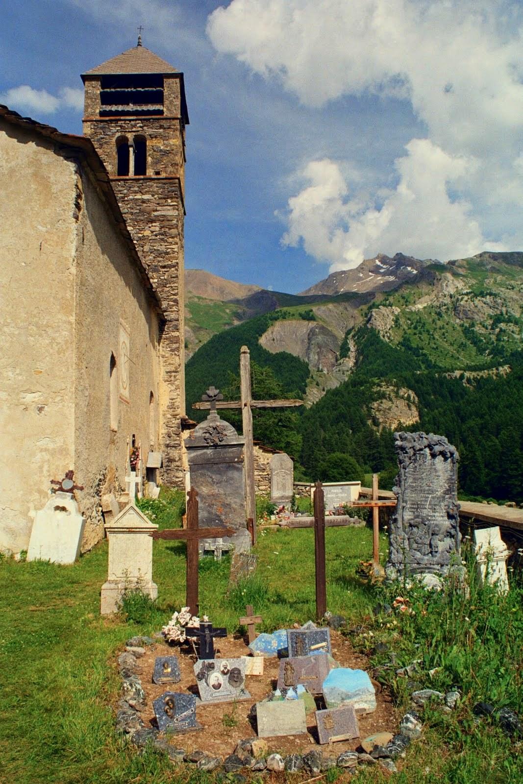 Kościół w Maljasset w dolinie Ubaye, Alpy