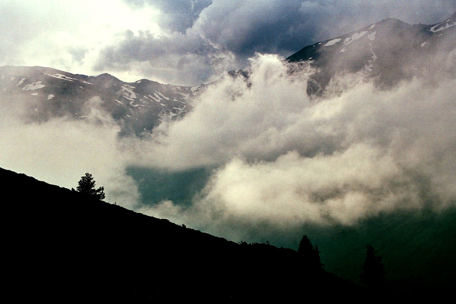 nad Hospitalet pres Andorre- droga z Pas de la Casa na col Puymorens
