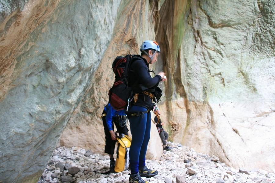 Sardynia , suchy kanion Codula Fiuli- legginsy z Powerstretch z cordurą