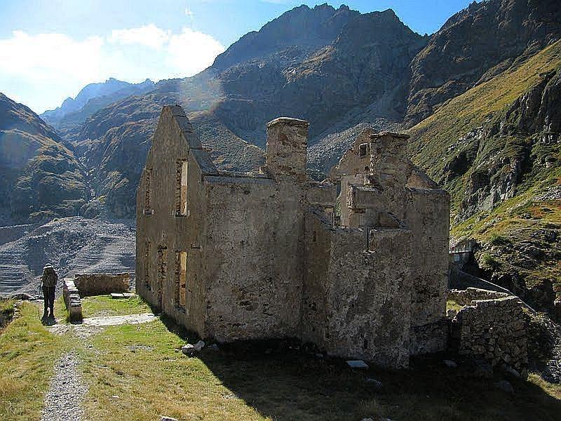 Ruina przy tamie,fot Jose Antonio de la Fuente