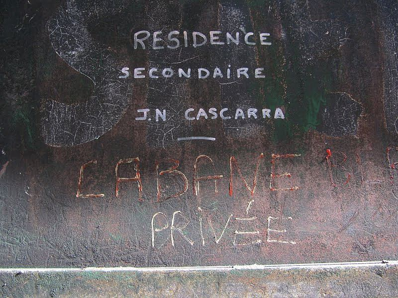 informacja na dawnej cabanie Caillalaouas
