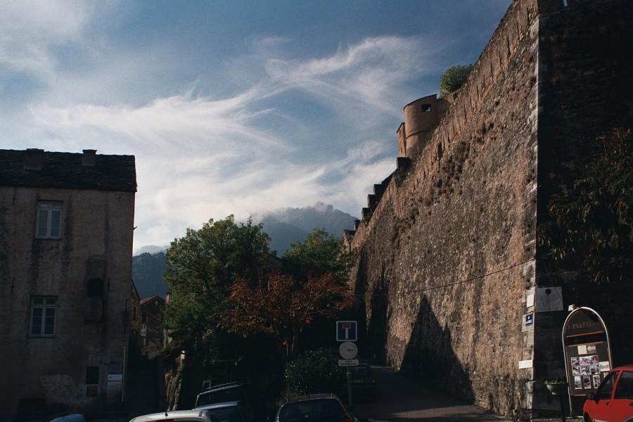 mur cytadeli w Corte