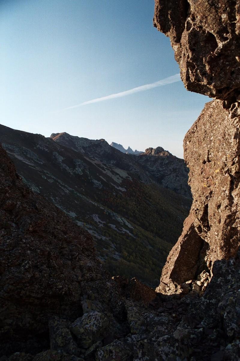 szlak obchodzi te skały od połnocy