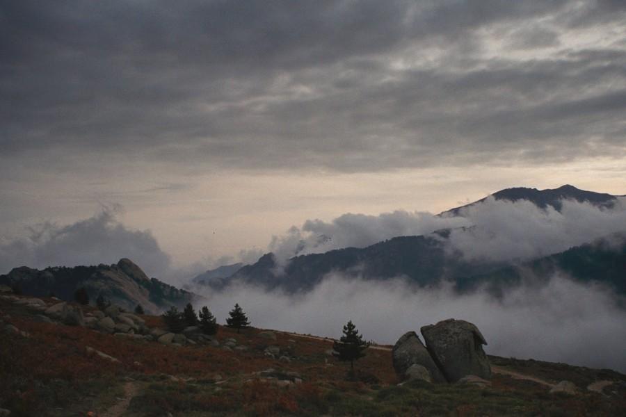 widok z grani na płaskowyż Alzo