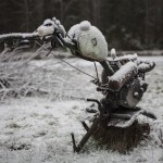 w lasach pozostawiono wiele maszyn