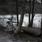 jedna z wielu pozostawionych na zimę łódek