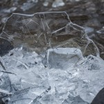 pokruszony lód na plaży