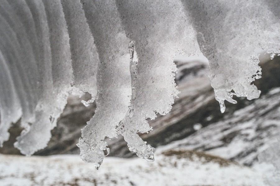 Śnieg spadający z dachu, Pireneje, fot Kasia Nizinkiewicz