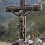 krzyż przy szlaku, troszkę powyżej Monte Estremo