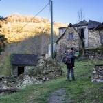 Rouze, wieś bez dojazdu ( tylko pieszo), nadal zamieszkała