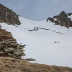 Pireneje, kwiecień , naderwana pokrywa śniegowa, po której przed chwilką zeszliśmy