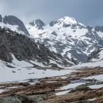 Pireneje, kwiecień, widok w dół doliny