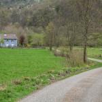 samotne farmy przed Siguer, Pireneje, kwiecień