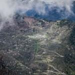 widok na Siguer i malutkie miasteczko powyżej na stoku
