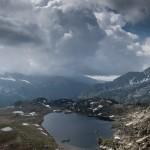 Jezioro Montmalus z góry, w tle Col de Valcivera