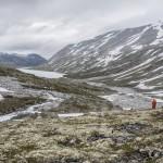 w dole jezioro Lundadalsvatnet