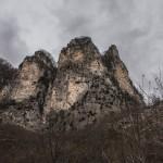 skały z drogami do wspinaczki