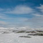 śnieżyce snujące się po górach