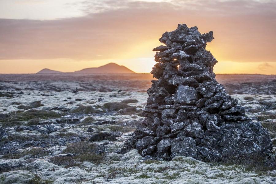 Islandia kopczyk przy ścieżce