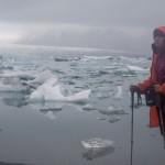 peleryna na plecak w lodowcowej lagunie Jokulsarlon
