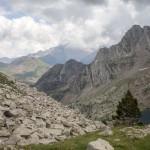 Pireneje, lipiec , dolinka stawków Perramo