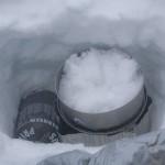 namiot zimą -topienie śniegu